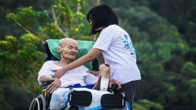 Photo of What is the difference between caregiver and caretaker?